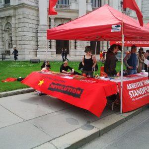 """Stand beim """"Pflege am Boden"""" Flashmob im Mai 2015"""