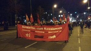 Gemeinsamer Block von Arbieter*innenstandpunkt, REVOLUTION und RSO auf der Demonstration gegen den Akademikerball 2016
