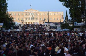Menschenmasse auf dem Syntagma-Platz in Athen