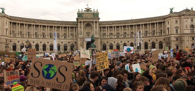 Gastbeitrag der unabhängigen Jugendorganisation REVOLUTION Die internationale Klimabewegung hat ohne Frage momentan Fridays for Future an vorderster Front bzw. als Aushängeschild. Nicht zufällig, schließlich ist das die Gruppe, die sich […]