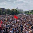 Hiermit veröffentlich wir einen Bericht der unabhängigen Jugendorganisation REVOLUTION. Heute waren tausende Menschen – die Polizei spricht von 5.000, wir können daher von deutlich mehr ausgehen – gegen (Ex-)FPÖ-Chef H. […]