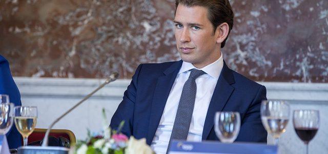 Mit der Zustimmung von mehr als 93 % des Bundeskongresses der Grünen zum schwarz-grünen Koalitionsabkommen ist die neue österreichische Regierung fixiert. Doch die Zustimmungquote täuscht über eine berechtigte Skepsis in […]