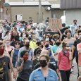 Die Proteste in der Stadt Minneapolis entwickeln sich zu einer Rebellion, die mittlerweile eine Reihe von Städten in den USA ergriffen hat. Die Massendemonstrationen, die ursprünglich die Verhaftung und Verurteilung […]