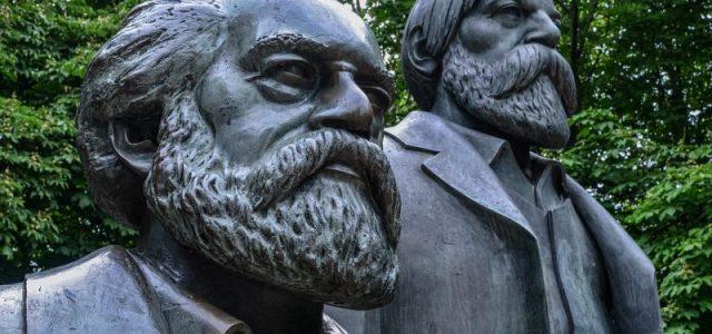 Anlässlich des Geburtstagsjubiläums von Friedrich Engels bietet sich die Gelegenheit, im Rückblick die Bedeutung seiner Leistungen zu resümieren. In den üblichen Einschätzungen erscheint er oft lediglich als eine Art Schattenexistenz […]