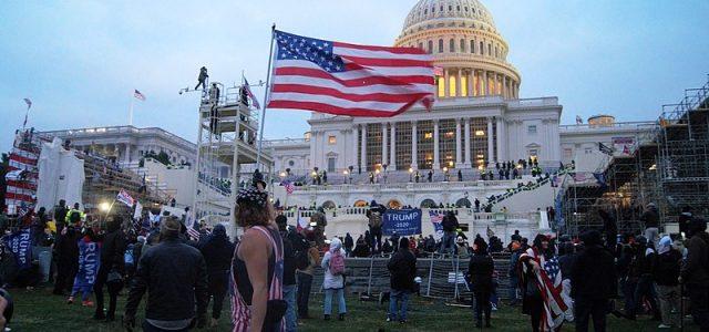 Die Erstürmung des US-Kapitols durch einen Mob von Faschist*innen, auf Veranlassung von Donald Trump, war ein gescheiterter Versuch des in die Enge getriebenen, aber immer noch bissigen Präsidenten, den Kongress […]