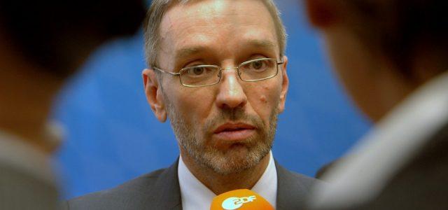 """""""Ja, ich trete zurück. Ich mag nicht mehr."""" So kündigte Norbert Hofer auf Twitter Ende Mai seinen Rücktritt an. Der Tweet wurde zwar kurz darauf wieder gelöscht, die Entscheidung war […]"""